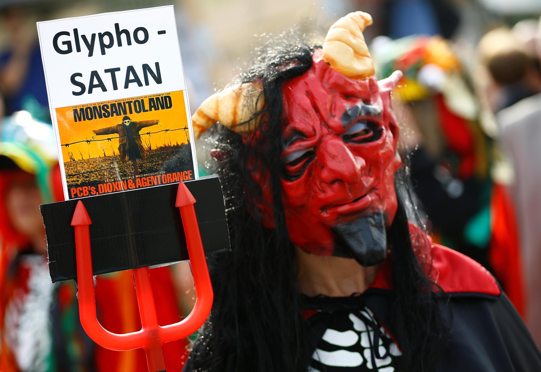 Manifestation de protestation contre Bayer et Monsanto à Bonn en Allemagne le 25 mai 2018.
