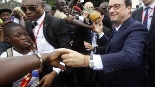 François Hollande meets Ivorians in Abidjan on Friday