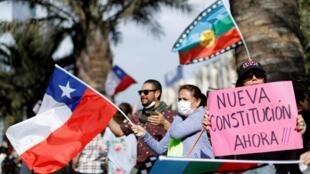 La redacción de una nueva Constitución despierta entusiasmo entre los chilenos.