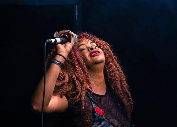 A cantora Tássia Reis