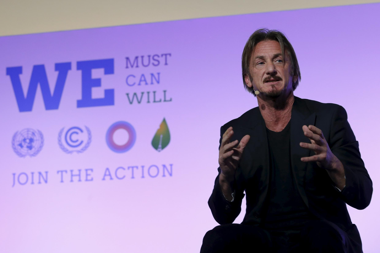 L'acteur américain Sean Penn lors de son intervention dansle cadre de l'Action Day (La Journée de l'Action) en marge de la COP21, au Bourget, le 5 décembre 2015.