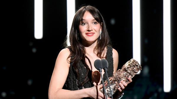 """Anaïs Demoustier recebe o César de melhor atriz pelo filme """"Alice et le maire""""."""