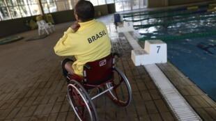 Ronystony Cordeiro, nadador paralímpico brasileiro, após sessão de treinamento em São Paulo.