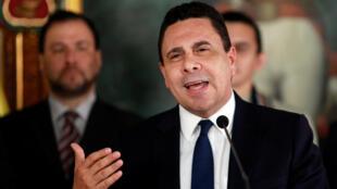 """O chanceler da Venezuela, Samuel Moncada, afirmou que a CIA trabalha com a Colômbia e México para """"derrubar o governo democrático da Venezuela""""."""