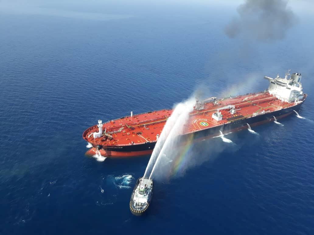 Тушение пожара на танкере в Оманском заливе 13 июня 2019.