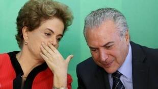 Dilma Roussef e o seu vice-presidente Michel Temer.