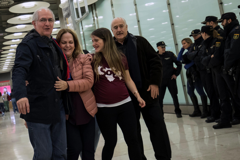 Antonio Ledezma a su llegada al aeropuerto de Madrid