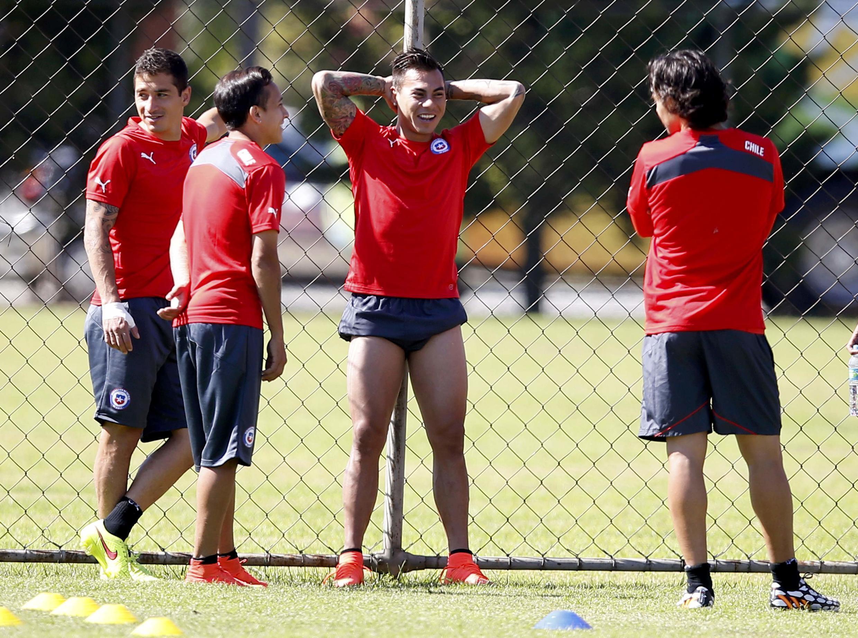 Jugadores de la selección chilena entrenando en Belo Horizonte