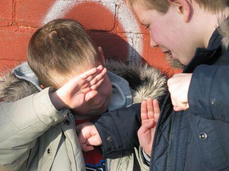 Каждый третий ребенок в Киргизии подвергается рэкету в школах