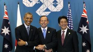 Từ trái sang phải: Tổng thống Mỹ Barack Obama, Thủ tướng Úc Tony Abbott và Thủ tướng Nhật Bản Shinzo Abe tại Thượng đỉnh G20 Brisban, Úc năm 2014.