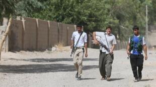 Des jeunes membres Sahwa, une milice sunnite combattant les jihadistes en Irak, le 21 juin 2014, à Taza Khurmatu.