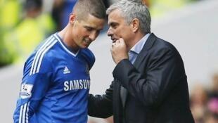 Kocha Jose Mourinho akimshauri Fernardo Torres