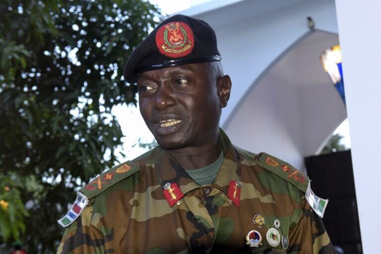 Mkuu wa majeshi ya Gambia, Jeneral Ousman Badjie (hapa ilikua Desemba 13, 2016) atangaza kumuunga mkono rais Yahya Jammeh.