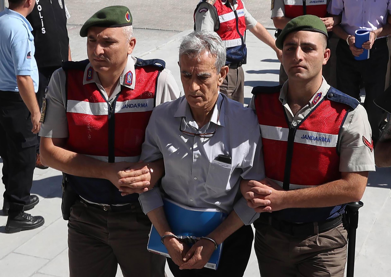 Chỉ huy Không Quân Thổ Nhĩ Kỳ Akin Ozturk (G) trong phiên xử gần Ankara, ngày 01/08/2017.