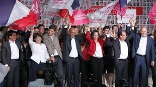 """Socialistas franceses posam """"unidos"""" antes das primárias """