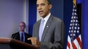 Barack Obama anuncia acordo entre republicanos e democratas para elevar teto da dívida americana e evitar calote.