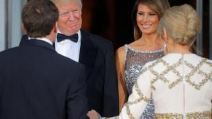 Emmanuel Macron, Donald Trump et leurs épouses lors d'un dîner officiel à la Maison Blanche, le 24 avril 2018.