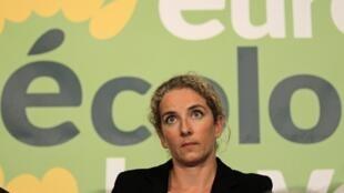 Ministra francesa Delphine Batho foi demitida do cargo depois de reclamar de redução de 7% do orçamento.