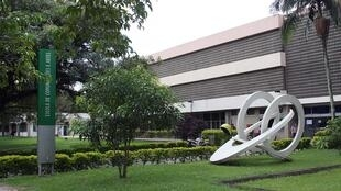Fachada do prédio que abriga a Escola de Comunicação e Artes (ECA), no campus universitário da USP.