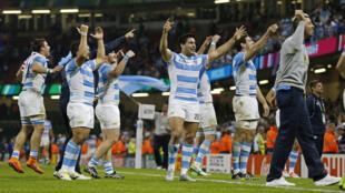 Los Pumas celebran su victoria ante Irlanda, este 18 de octubre en Cardiff.
