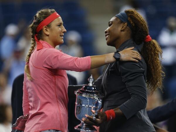 Serena Williams (kulia) akipongezwa na mwenzake, Victoria Azarenka (kushoto)