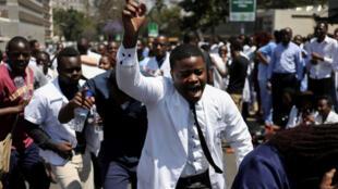 Ma'aikatan lafiya a Zimbabwe