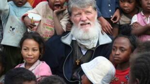 Le père Pedro Opeka est le fondateur de l'œuvre humanitaire Akamasoa en 1989, il est connu pour le combat qu'il mène contre la pauvreté à Madagascar. Ici, en 2009.
