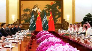 圖為中國國家主席習近平2019年2月22日於北京人民大會堂會見沙特王儲本薩勒曼