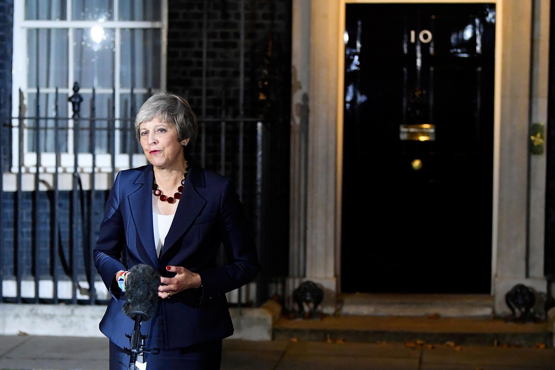 Thủ tướng Anh Theresa May thông báo chính phủ đã thông qua dự thảo thỏa thuận về Brexit trước trụ sở chính phủ số 10 phố Downing, Luân Đôn, ngày 14/11/2018.