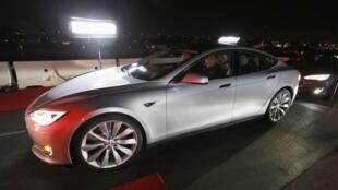 Présentation du nouveau modèle de voiture électrique de Tesla à Hawthorne en Californie, le 09 octobre 2014.
