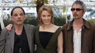 Ca sĩ Úc Kylie Minogue và đạo diễn Pháp Léos Carax trong phim Holy Motors, cũng hy vọng đoạt Cành cọ vàng (REUTERS)