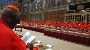 Réunis en conclave, les cardinaux éliront le nouveau pape lors d'un conclave qui débutera mardi 12 mars.
