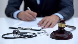 Les erreurs médicales peuvent avoir de lourdes conséquences sur les vies des patients.