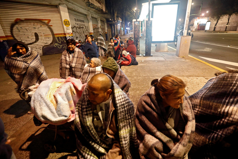 بدنبال وقوع زلزله شدید در مکزیک، هزاران تن شب را در خیابان سپری کردند
