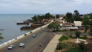 A marginal 12 de Julho em São Tomé.