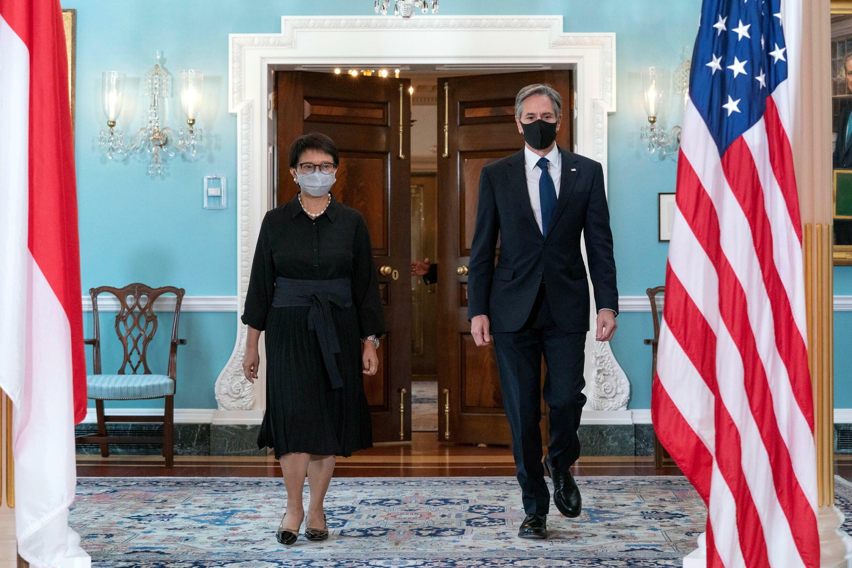 印度尼西亚外交部长蕾特诺和美国国务卿布林肯资料图片