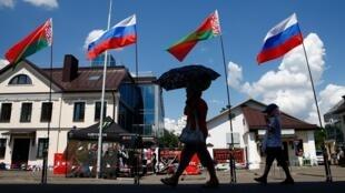 Российские и белорусские флаги в центре Минска, 8 июня 2019