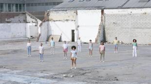 Statu, une installation performative et vivante conçue par Suzanne.