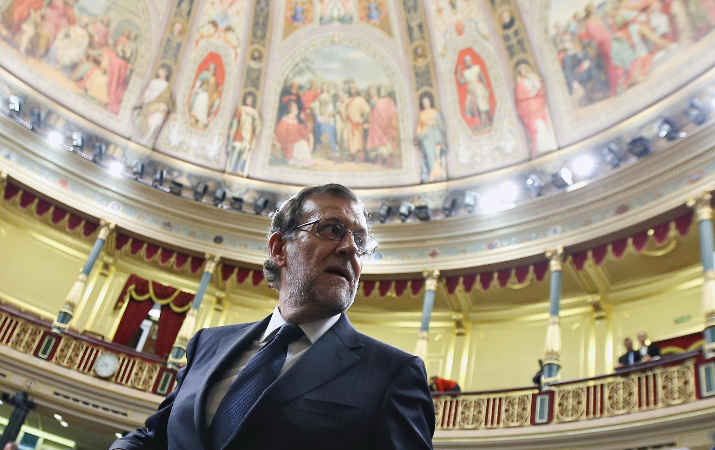 Spain's acting Prime Minister Mariano Rajoy looks back as he leaves his seat after the investiture debate at the Parliament in Madrid, Spain October 27, 2016.
