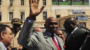 Au Sénégal, d'après l'article 10 du projet de loi, le vice-président remplace le président « en cas de démission, d'empêchement ou de décès en cours de mandat ».