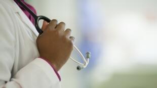 Médicos del Mundo pide que se mejore el dispositivo PASS que garantiza en teoría el acceso a los hospitales para la gente que no tiene cobertura médica.