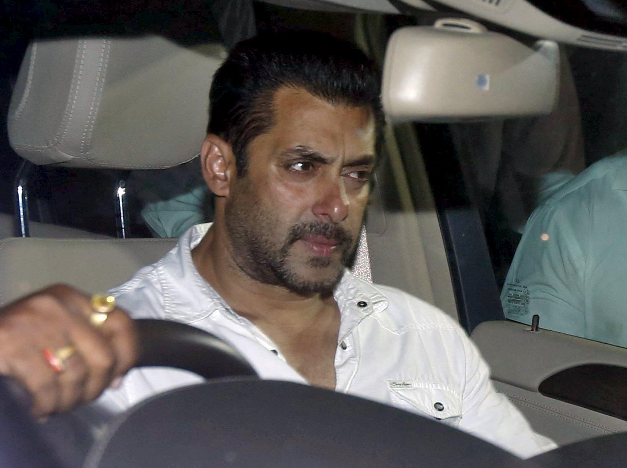 Salman Khan, lokacin da aka yanke masa hukuncin farko a watan Mayu.