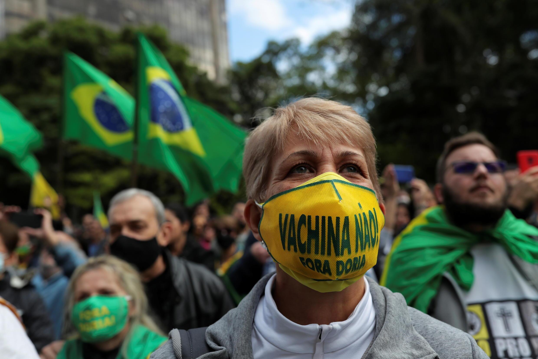 2020-11-01T215127Z_949774441_RC2LUJ9BLQ1Z_RTRMADP_3_HEALTH-CORONAVIRUS-BRAZIL-VACCINE