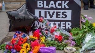 «Les flics doivent comprendre qu'on ne peut tuer les Noirs sans raison», lance cette militante du mouvement Black Lives Matter (BLM).