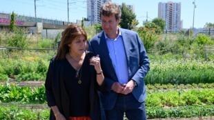 Michele Rubirola, la candidate du Printemps Marseillais, fait campagne avec Yannick Jadot, député européen d'EELV, le 15 juin 2020.