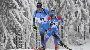 Quentin Fillon Maillet en souffrance sur la piste du sprint d'Oberhof, comptant pour la coupe du monde de biathlon, le 8 janvier 2021