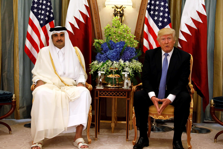دونالد ترامپ، رئیس جمهوری آمریکا در دیدار با تمیم بن حمد آل ثانی امیر قطر در حاشیه اجلاس ریاض در بیست و یکم ماه مه
