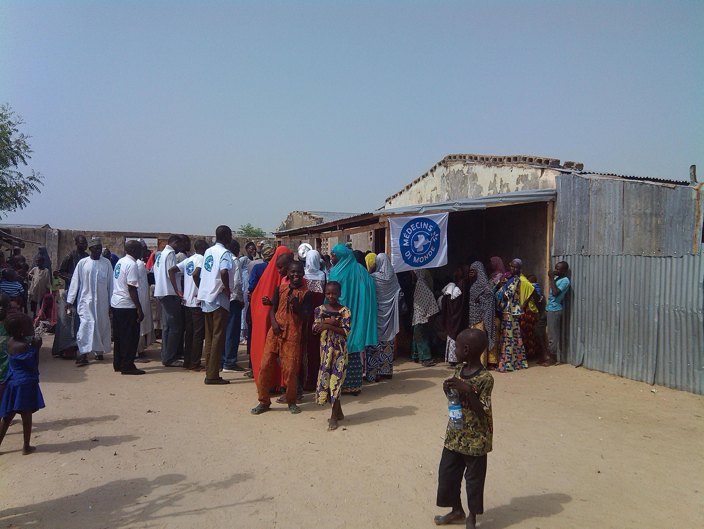Un centre de soins de Médecins du monde dans un village au Nigeria.