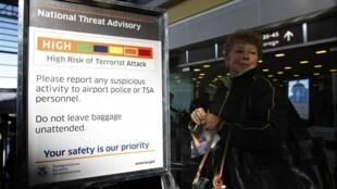 Phi trường Reagan tại Washington thông báo tăng cường kiểm soát an ninh. Ảnh chụp sau vụ khủng bố bất thành trên chuyến bay từ Amsterdam đến Detroit ngày 25/12/09