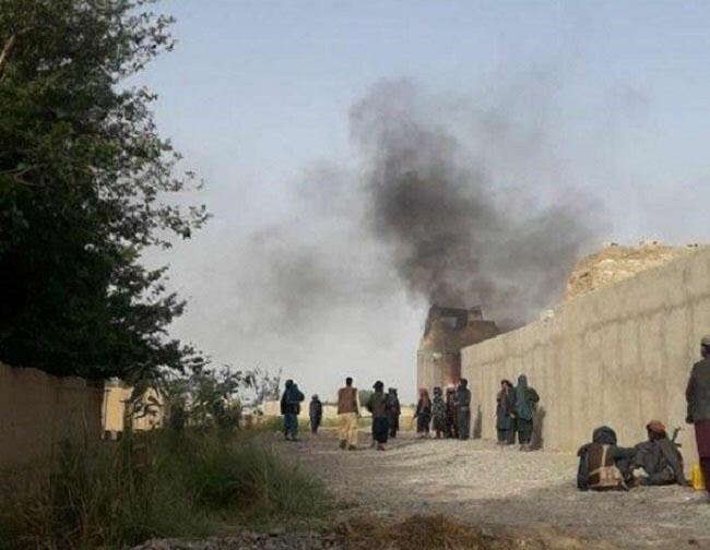 طالبان پس از حمله نیمه شب گذشته، وارد بخش هایی از شهر فراه شدند و جنگ و درگیری میان طالبان و نیروهای امنیتی افغانستان روز سه شنبه ۱۵آوریل/۲۵ اردیبهشت به شدت در این شهر ادامه دارد.